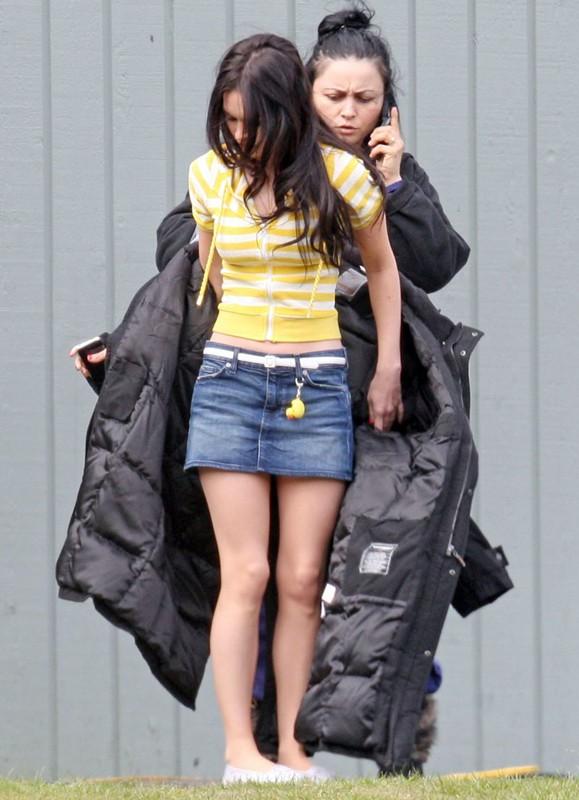 Megan Fox con un'assistente sul set del film Jennifer's Body