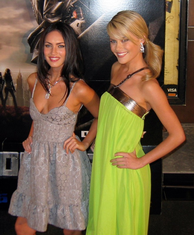 Megan Fox e Rachael Taylor alla premiere del film Transformers a Sydney