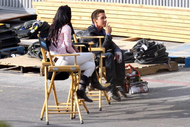 Megan Fox e Shia LaBeouf in un momento di relax sul set di Transformers - La vendetta del caduto