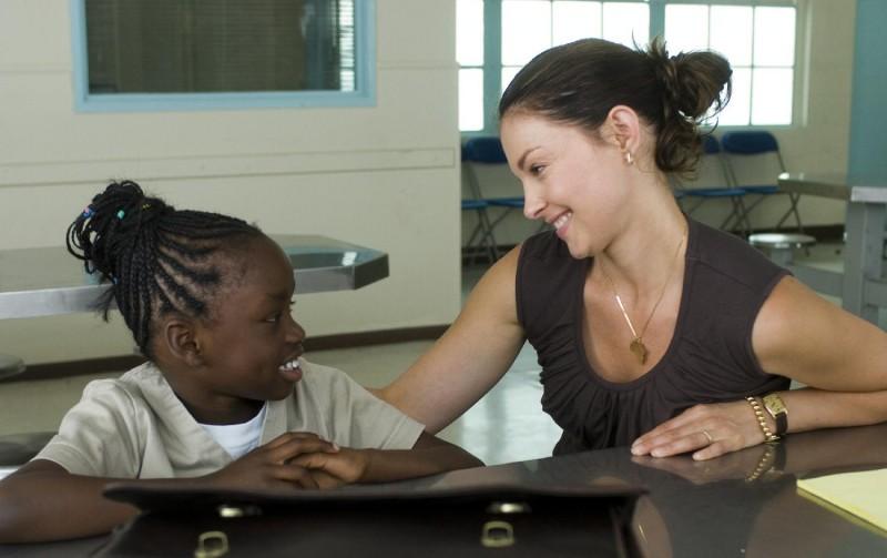 Ashley Judd in una scena del film Crossing Over