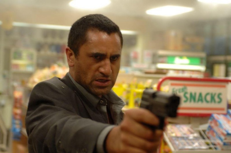Cliff Curtis è Hamid Baraheri nel film Crossing Over