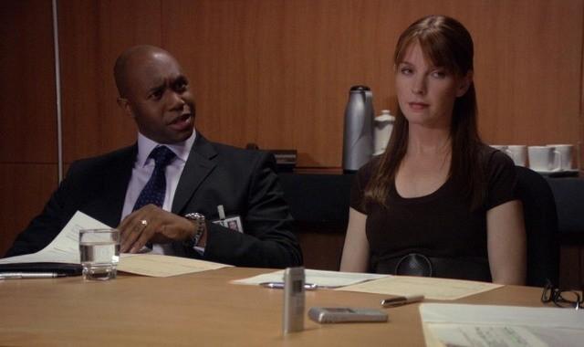 Derek Webster e Jacqueline McKenzie nel pilot della serie Mental