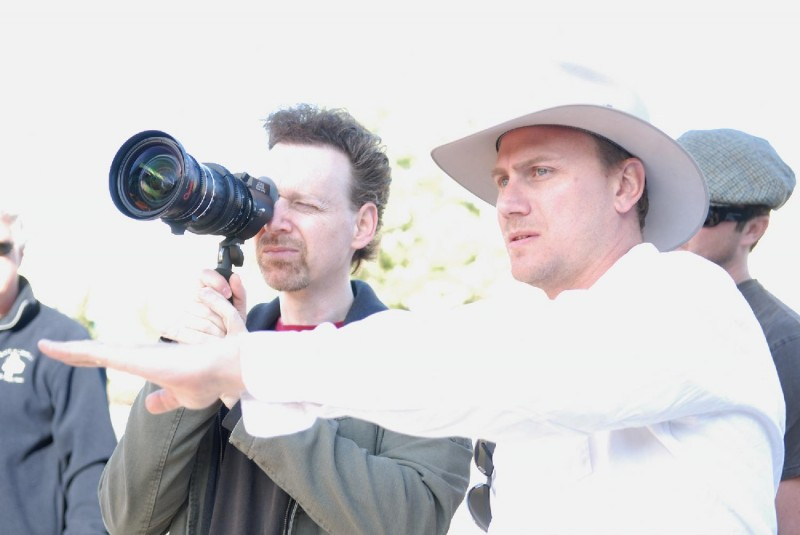 Il regista Wayne Kramer sul set del film Crossing Over
