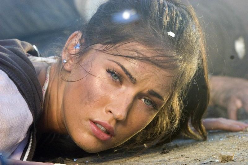 Un primo piano di Megan Fox in una scena del film Transformers