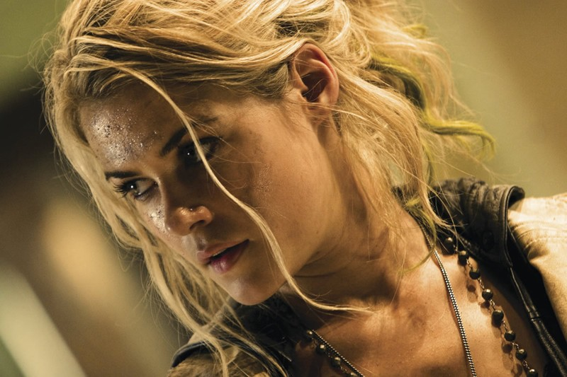 Rachael Taylor in una scena del film Transformers
