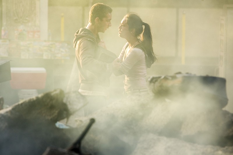 Shia LaBeouf e Megan Fox in una scena dell'action Transformers
