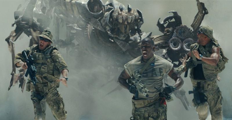 Una scena del primo capitolo di Transformers