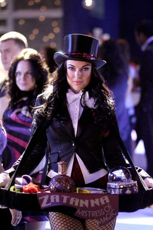 Serinda Swan in una scena dell'ottava stagione di Smallville