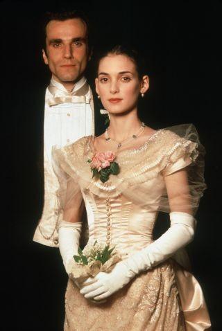 Daniel Day-Lewis e Winona Ryder sono Newland Archer e May Welland nel film L\'età dell\'innocenza
