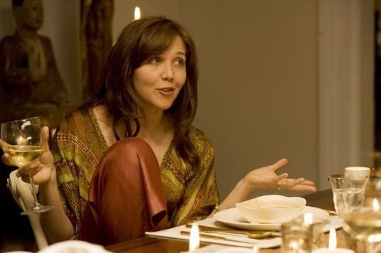Maggie Gyllenhaal in una scena del film Away We Go