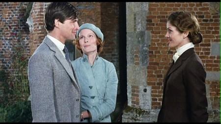 Simon MacCorkindale, Mia Farrow e Lois Chiles in una scena del film Assassinio sul Nilo