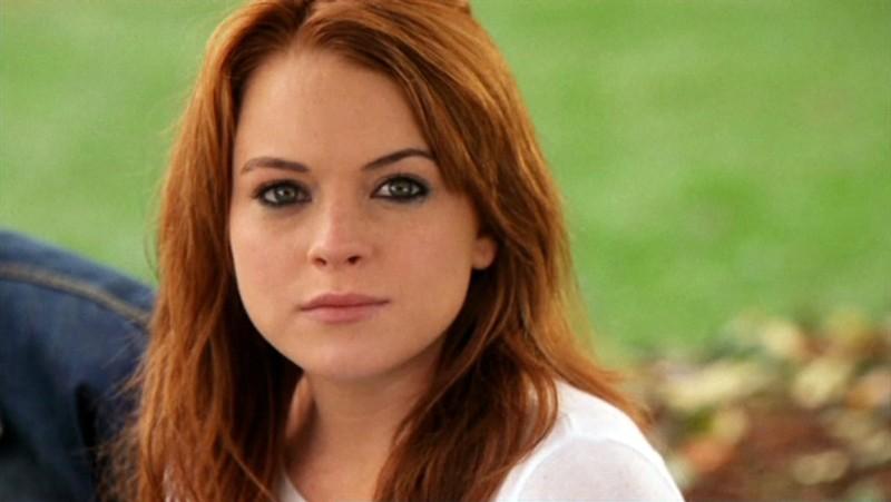 Un primo piano di Lindsay Lohan in scena del film Mean Girls