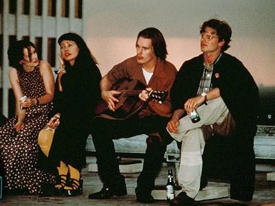Winona Ryder con Janeane Garofalo, Ethan Hawke e Steve Zahn nel film Giovani, carini e disoccupati