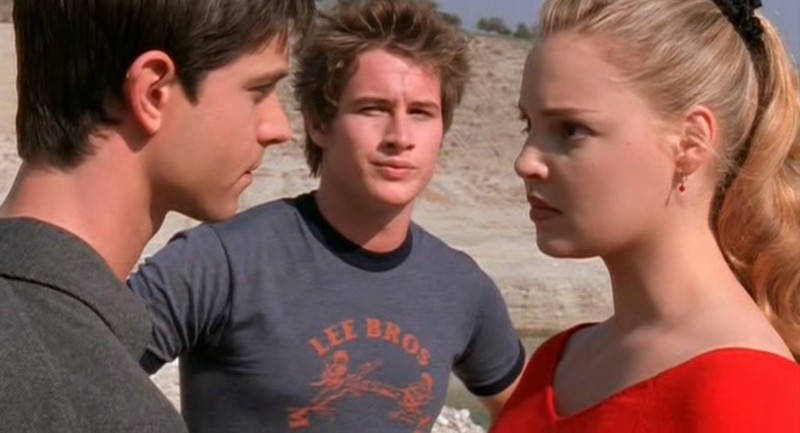 Jason Behr, Brendan Fehr e Katherine Heigl nell'episodio 'Ricordi' di Roswell