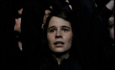 Suzanna Hamilton in una scena del film Orwell 1984