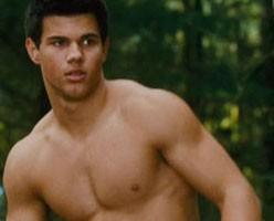 Taylor Lautner mostra un fisico possente sul set di New Moon, il sequel di Twilight