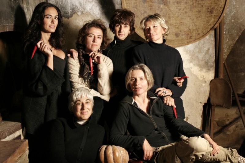 Team creativo 'piccante' e al femminile per Viola di Mare: Maria Grazia Cucinotta, Silvia Natili, Donatella Maiorca, Giovanna Emidi, Beatrice Scarpato e Roberta Allegrini