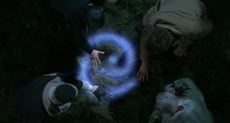 Un misterioso simbolo nell'episodio 'Nel bosco' della serie tv Roswell