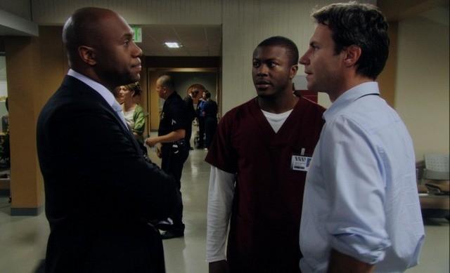 Chris Vance, Derek Webster ed Edwin Hodge in una scena dell'episodio Maniac at the Disco di Mental
