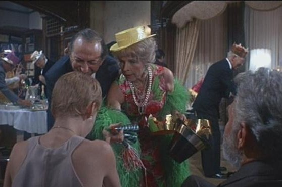 Mia Farrow con Ruth Gordon, Ralph Bellamy e Phil Leeds in Rosemary's baby - Nastro rosso a New York
