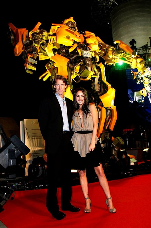 Michael Bay e Megan Fox durante la presentazione di Transformers in Korea