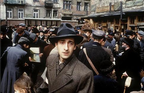 Adrien Brody in una scena del film Il pianista