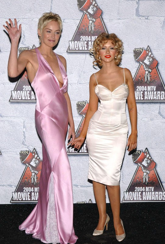 Sharon Stone e Christina Aguilera agli MTV Movie Awards 2004