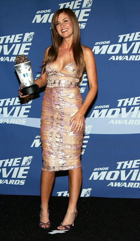 Isla fisher è la vincitrice come 'Migliore Rivelazione' nel film 2 single a nozze agli MTV Movie Awards 2006