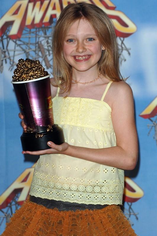 La giovane Dakota Fanning vince il premio come 'Migliore Performance in un Horror' agli MTV Movie Awards 2005