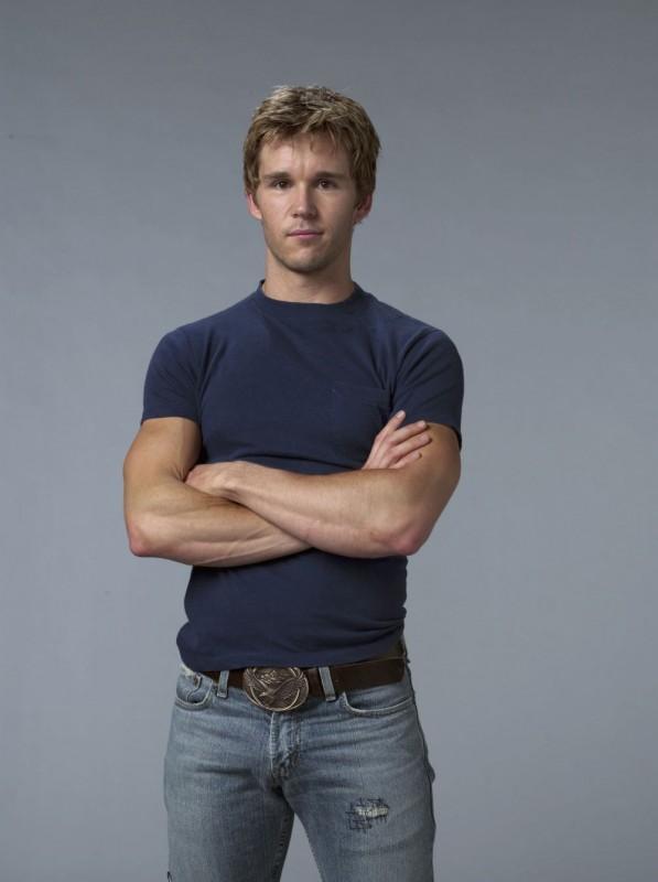 Ryan Kwanten in una foto promozionale della seconda stagione della serie tv True Blood