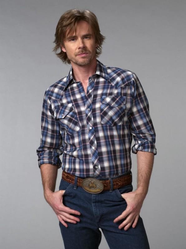 Sam Trammell in una foto promozionale della seconda stagione della serie tv True Blood