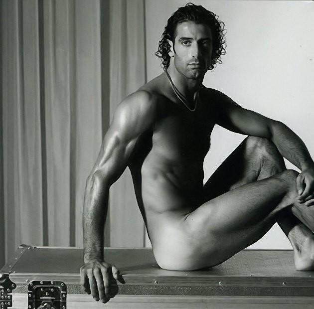 Alberto Scrivano nudo su Vanity Fair