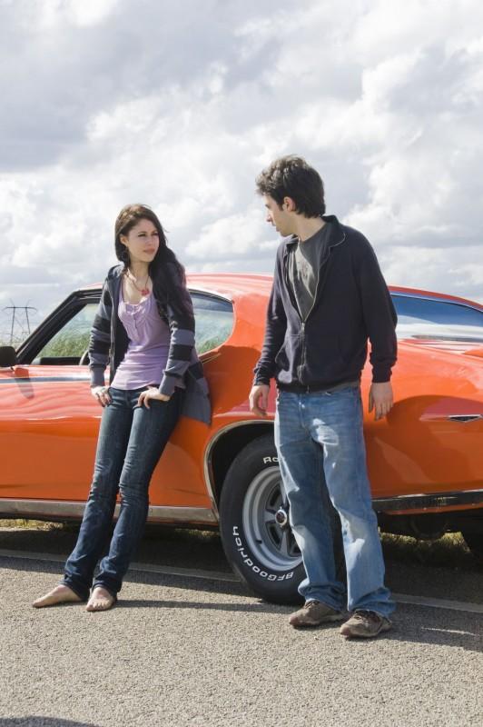 Amanda Crew e Josh Zuckerman in una scena del film Sex Movie in 4D
