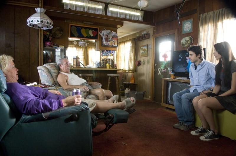 Josh Zuckerman e Amanda Crew in un'immagine del film Sex Movie in 4D