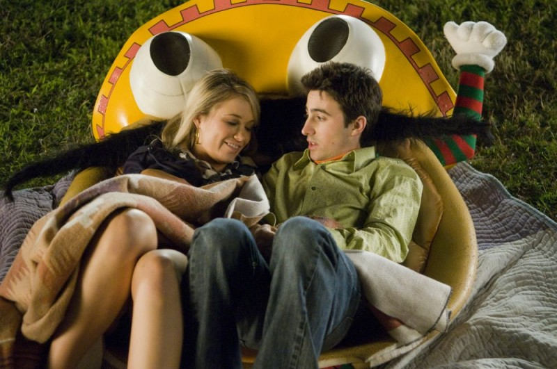 Katrina Bowden e Josh Zuckerman in una scena del film Sex Movie in 4D