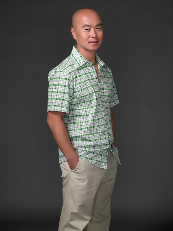 C.S. Lee in una foto promozionale della terza stagione di Dexter