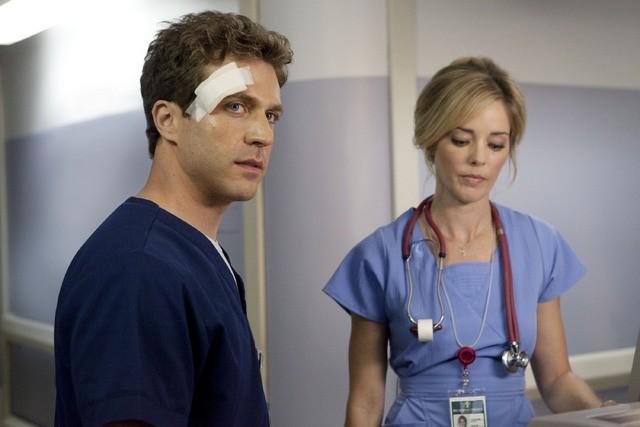 Christina Moore e David Hirsch nell'episodio Healing Time di Hawthorne