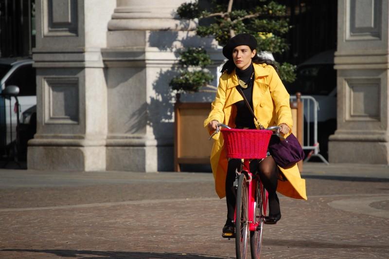 Maria Victoria Di Pace in una scena del film Tutti intorno a Linda
