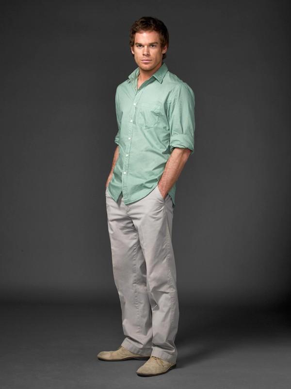 Michael C. Hall posa per una foto promozionale della terza stagione della serie tv Dexter