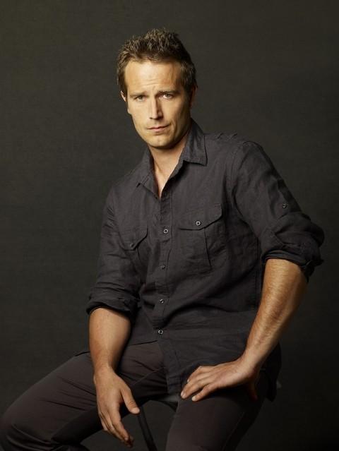 Michael Vartan è Tom Wakefield in una foto promozionale della serie TV Hawthorne