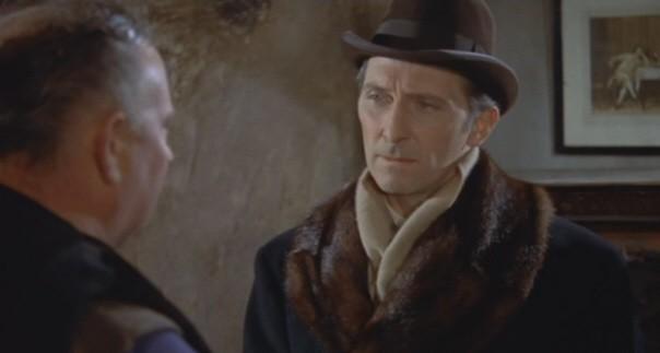 Peter Cushing e George Woodbridge (di spalle) in una scena del film Dracula il vampiro
