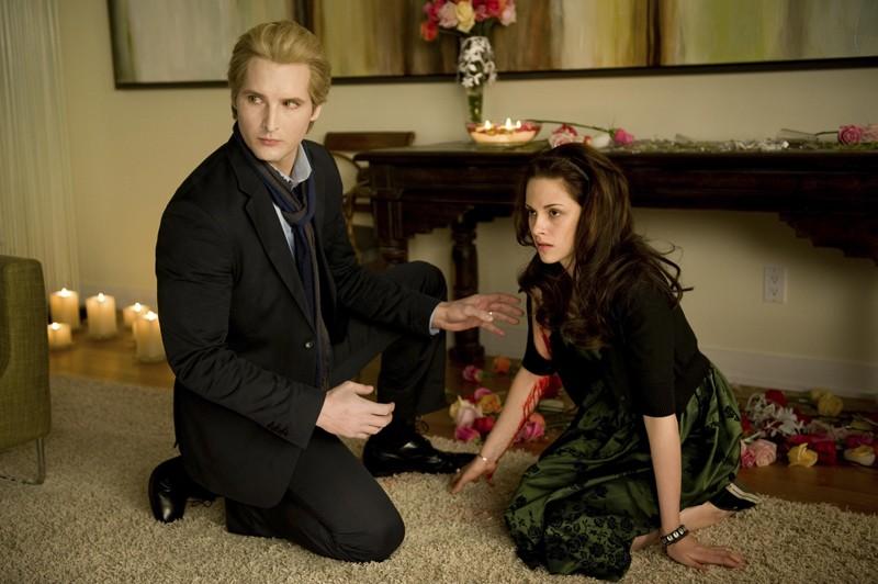 Peter Facinelli e Kristen Stewart in una scena di Twilight: New Moon