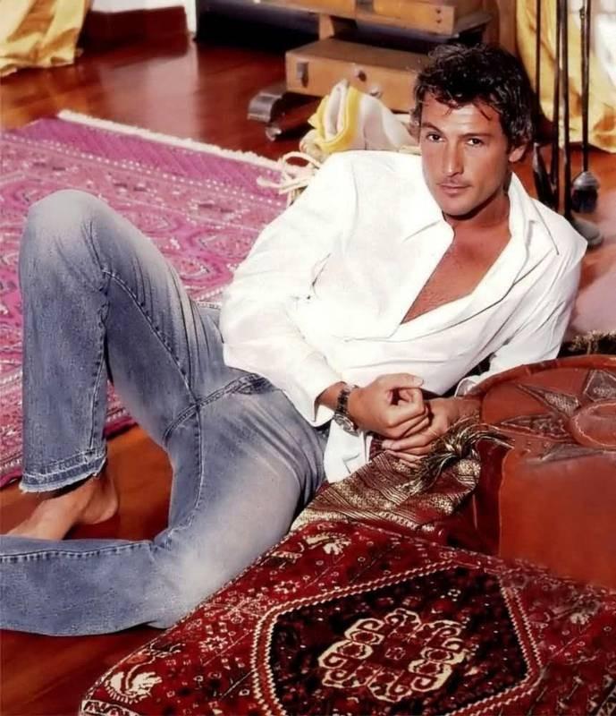 Roberto Farnesi - l'attore è nato il 17 luglio 1969 sotto il segno del Cancro