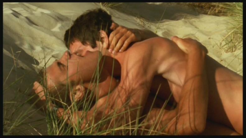 Stephane Rideau e Jeremie Elkaim in una scena torrida del film Quasi niente (Presque Rien)