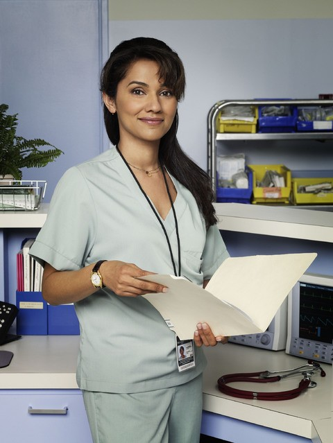 Suleka Mathew in una foto promozionale della serie TV Hawthorne