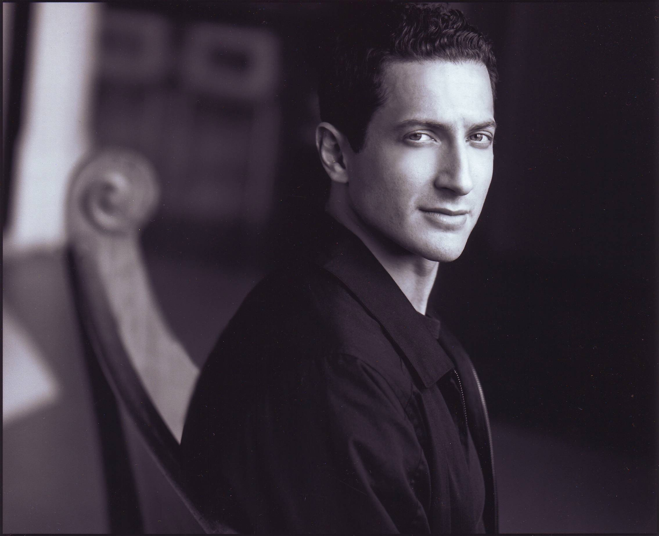 Un wallpaper di Sasha Roiz