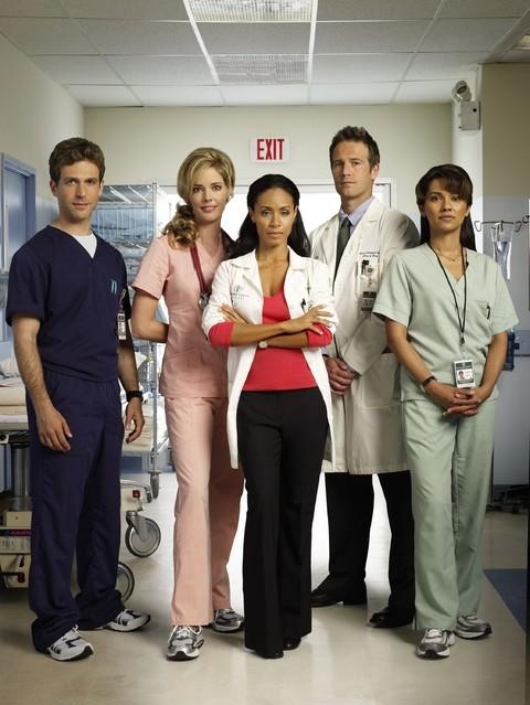 Una immagine promozionale del cast della serie TV Hawthorne