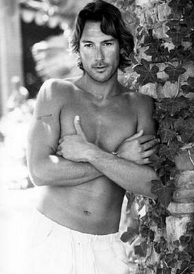 Una immagine sexy di Roberto Farnesi - l'attore è nato il 17 luglio 1969 sotto il segno del Cancro