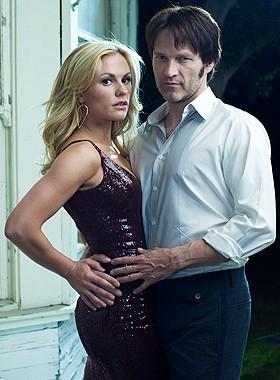 Anna Paquin e Stephen Moyer in una foto promozionale della seconda stagione della serie tv True Blood