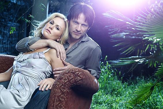 Anna Paquin e Stephen Moyer in una foto promozionale della seconda stagione di True Blood